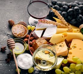 Partenaire du goût n°4: les fromages que les hôtes dégustent au petits-déjeuners de la maison d'hôtes design et de charme L'Autre Rives à Albi proviennent de la fromagerie cathare à Albi.