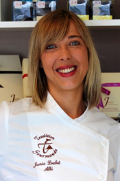 Partenaire du goût n°2: Janie qui confectionne des pâtes à tartiner et des préparations pour chocolats chauds pour la maison d'hôtes design et de charme L'Autre Rives à Albi