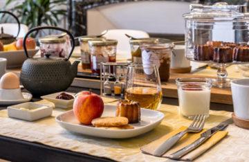 Petit-déjeuner servis à L'Autre rives maison d'hôtes design et de charme à Albi